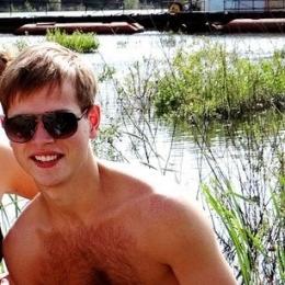 Молодая пара ищет девушку в Кирове для свиданий